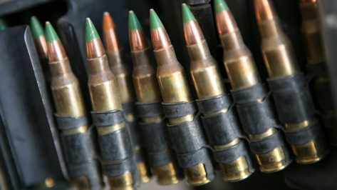 M855 Ball 5.56 x 45 mm ammunition with painted Green Tips. Photo courtesy of Wikimedia Commons.