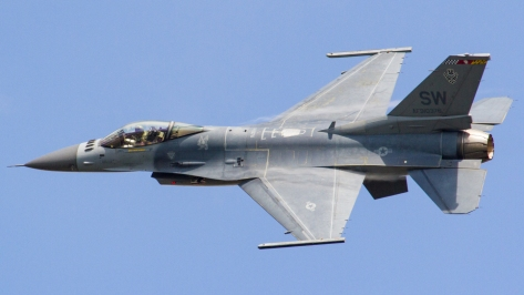 An F-16C of the United States Air Force in flight. Photo courtesy of Wikimedia Commons.